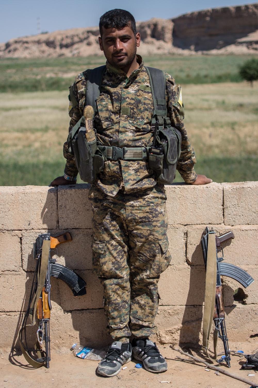 Notre reporter Pierre-Yves Baillet en Syrie avec les combattants kurdes.